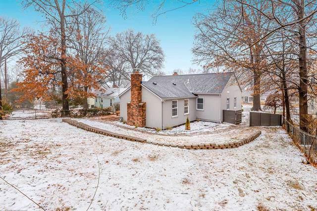 3001 W 74th Street, Prairie Village, KS 66208 (#2204620) :: Team Real Estate