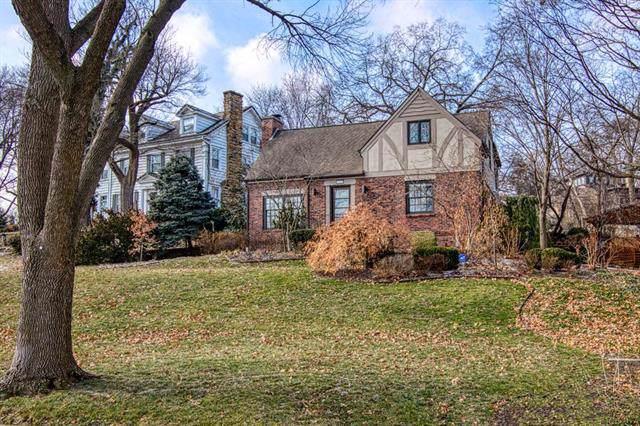 4966 Westwood Road, Kansas City, MO 64112 (#2204659) :: Dani Beyer Real Estate
