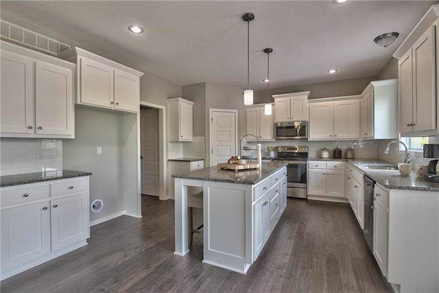 3109 N 127th Terrace, Kansas City, KS 66109 (#2204661) :: Dani Beyer Real Estate
