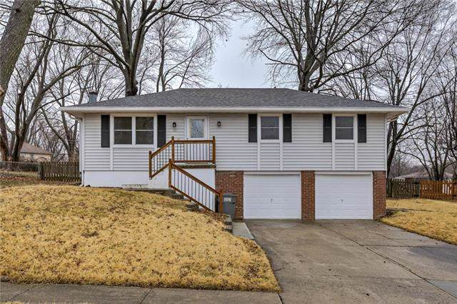205 SW Gladstone Drive, Blue Springs, MO 64015 (#2204693) :: Team Real Estate