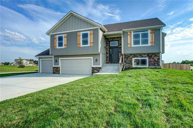 201 Creek Valley Terrace, Smithville, MO 64089 (#2204710) :: Edie Waters Network