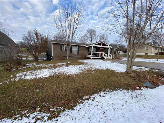 802 S 8th Street, Louisburg, KS 66053 (#2204757) :: Eric Craig Real Estate Team