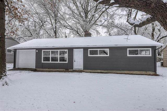 11222 Eastern Avenue, Kansas City, MO 64134 (#2204769) :: The Shannon Lyon Group - ReeceNichols