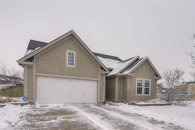 1011 E Cottage Creek Circle, Gardner, KS 66030 (#2204787) :: The Shannon Lyon Group - ReeceNichols
