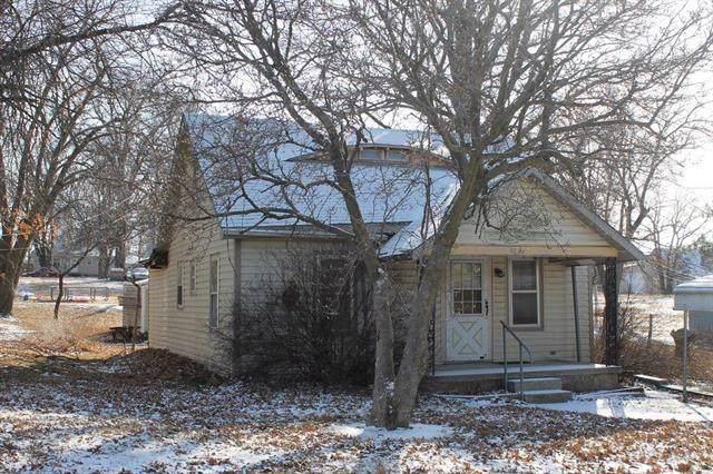 414 E 6th Street, Cameron, MO 64429 (#2204842) :: The Shannon Lyon Group - ReeceNichols