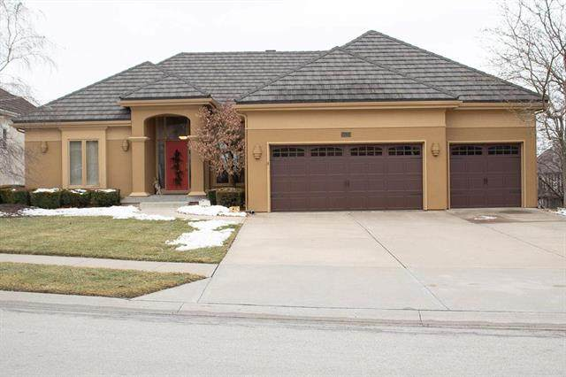 5525 NE Northgate Crossing, Lee's Summit, MO 64064 (#2205742) :: Eric Craig Real Estate Team