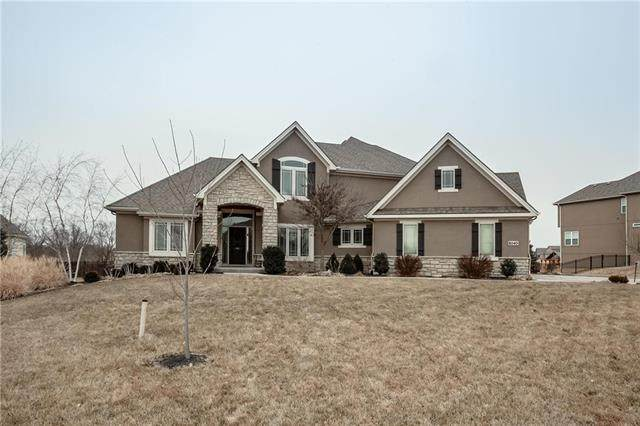 8040 NW Emerald Court, Parkville, MO 64152 (#2206198) :: Audra Heller and Associates