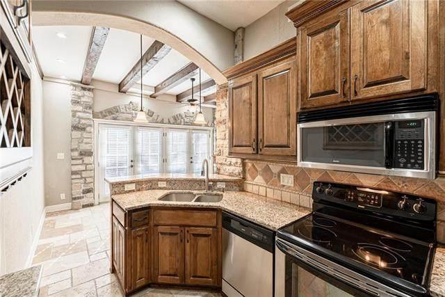 1111 W 46th Street #41, Kansas City, MO 64112 (#2206397) :: Eric Craig Real Estate Team