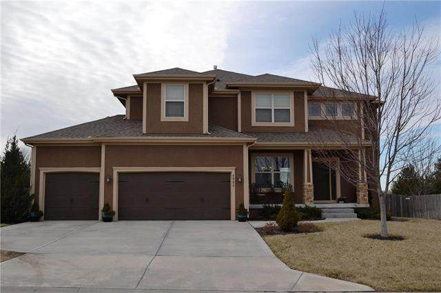 9009 SW 2nd Street, Lee's Summit, MO 64064 (#2206862) :: Dani Beyer Real Estate