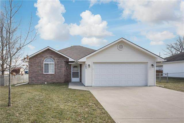 205 Gregg Street, Grain Valley, MO 64029 (#2206892) :: The Gunselman Team