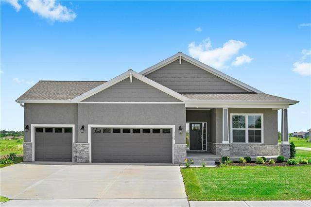 828 SW Haverford Road, Lee's Summit, MO 64081 (#2207176) :: Dani Beyer Real Estate