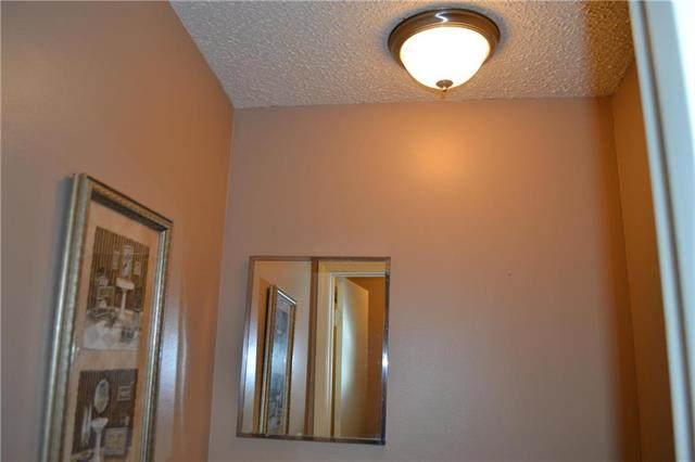 1100 W Valley Road, Olathe, KS 66061 (#2207503) :: Audra Heller and Associates