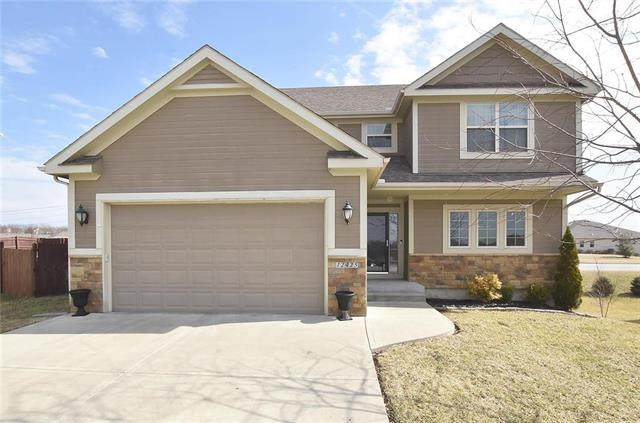12425 NW Lauren Circle, Platte City, MO 64079 (#2207535) :: Team Real Estate