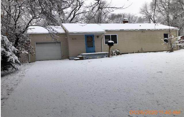 805 E Gudgell Avenue, Independence, MO 64055 (#2207588) :: House of Couse Group