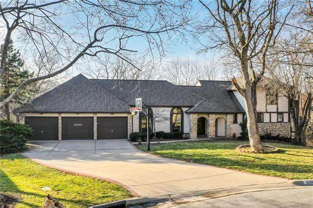 12310 Overbrook Court, Leawood, KS 66209 (#2207686) :: The Shannon Lyon Group - ReeceNichols