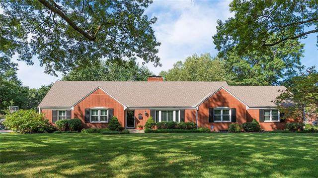 9618 Overbrook Road, Leawood, KS 66206 (#2207743) :: The Shannon Lyon Group - ReeceNichols