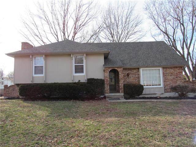 1005 SW 15th Street, Blue Springs, MO 64015 (#2207820) :: House of Couse Group