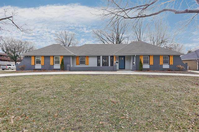 4301 W 94 Street, Prairie Village, KS 66207 (#2207828) :: Beginnings KC Team