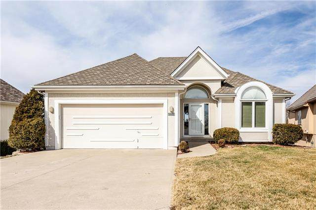 5660 NE Northgate Place, Lee's Summit, MO 64064 (#2208079) :: Eric Craig Real Estate Team