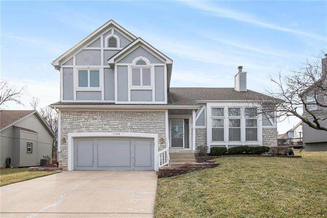 10906 Rene Street, Lenexa, KS 66215 (#2208126) :: The Shannon Lyon Group - ReeceNichols