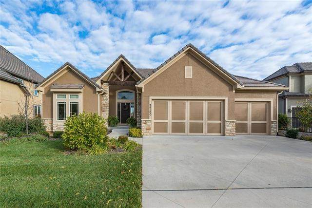 25700 W 97th Street, Lenexa, KS 66227 (#2208205) :: The Shannon Lyon Group - ReeceNichols