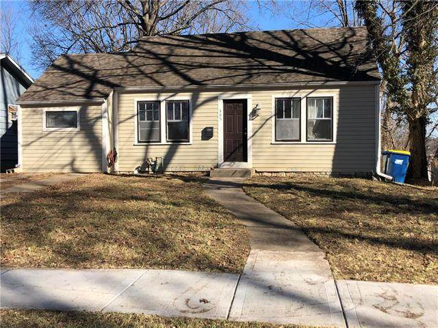 305 Old Orchard Avenue, Excelsior Springs, MO 64024 (#2208264) :: Austin Home Team