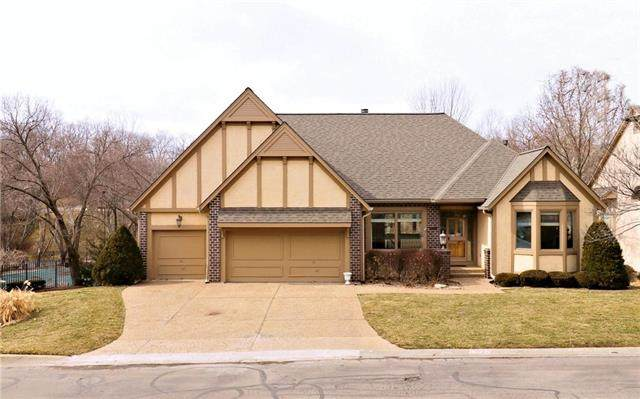 12528 Cedar Street, Leawood, KS 66209 (#2208319) :: Beginnings KC Team
