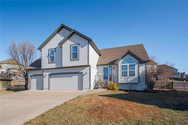 2341 SW Current Court, Lee's Summit, MO 64082 (#2208325) :: Austin Home Team
