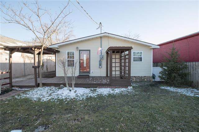 517 E Pacific Street, Osawatomie, KS 66064 (#2208377) :: Edie Waters Network