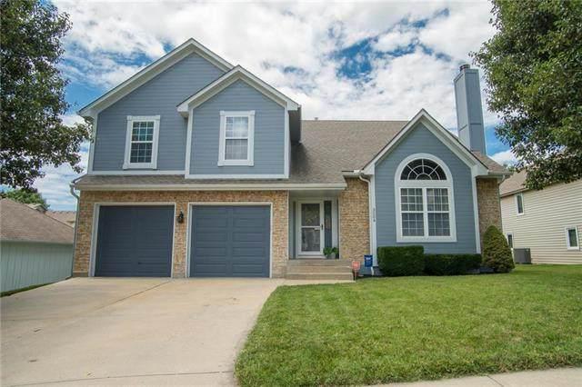 3204 S Mark Twain Avenue, Blue Springs, MO 64015 (#2208588) :: House of Couse Group