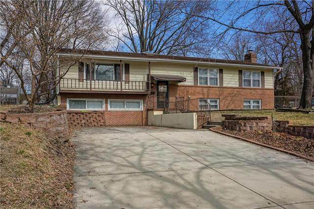 6724 W 78th Terrace, Overland Park, KS 66204 (#2208611) :: The Gunselman Team