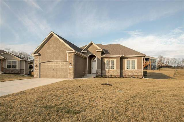 1402 Red Oak Court, Grain Valley, MO 64029 (#2208948) :: Team Real Estate
