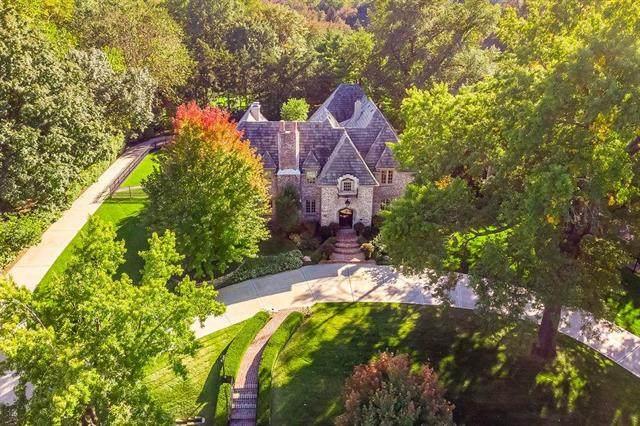 1055 W 56th Street, Kansas City, MO 64113 (#2209014) :: Jessup Homes Real Estate | RE/MAX Infinity