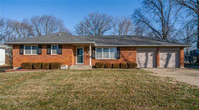 15602 E 43rd Terrace, Independence, MO 64055 (#2209098) :: Edie Waters Network
