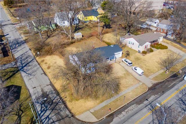 6438 Rockhill Road, Kansas City, MO 64131 (#2209677) :: Five-Star Homes