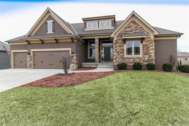 735 SW Estates Drive, Lee's Summit, MO 64082 (#2210546) :: Austin Home Team