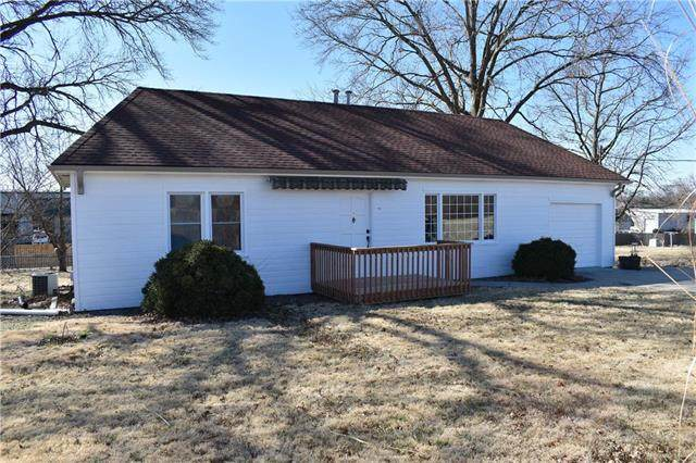 8205 Pleasant Valley Road, Pleasant Valley, MO 64068 (#2210549) :: Austin Home Team