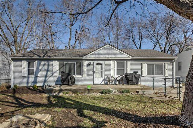 5604 E 100th Terrace, Kansas City, MO 64137 (#2211095) :: Austin Home Team