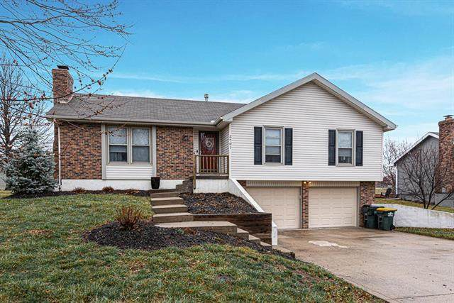3701 N 154th Street, Basehor, KS 66007 (#2211230) :: House of Couse Group