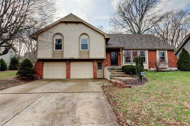3506 NW Lake Drive, Lee's Summit, MO 64064 (#2211602) :: Team Real Estate