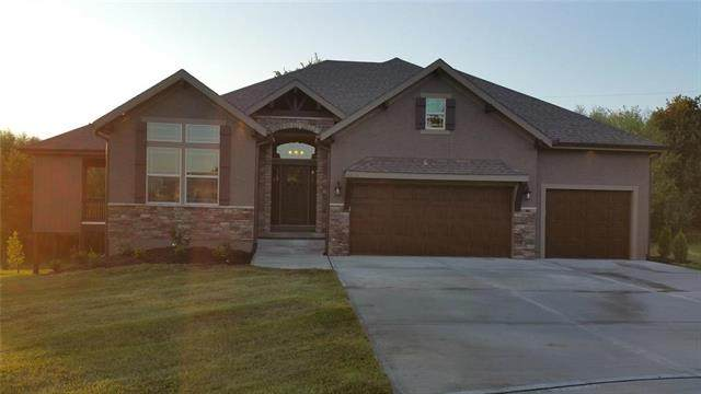 30303 Woodland Drive, Pleasant Hill, MO 64080 (#2211793) :: Dani Beyer Real Estate