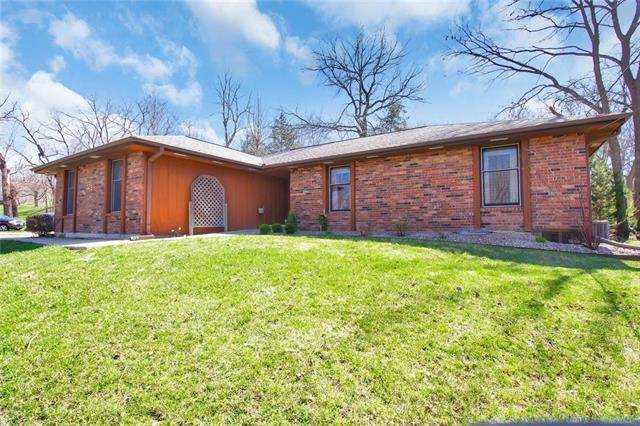 7125 Lingley Drive, Parkville, MO 64152 (#2211973) :: Ron Henderson & Associates