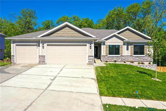 818 NW Hickory Ridge Drive, Grain Valley, MO 64029 (#2212035) :: Audra Heller and Associates