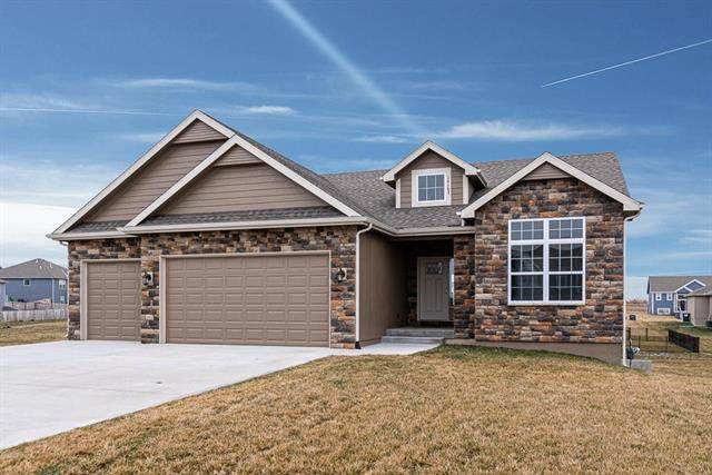 14167 Rockaway Court, Basehor, KS 66007 (#2212220) :: House of Couse Group