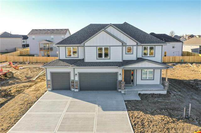 1401 NW Hickory Ridge Court, Grain Valley, MO 64029 (#2212888) :: Audra Heller and Associates