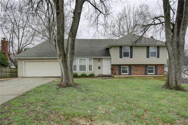 10704 Fremont Avenue, Kansas City, MO 64134 (#2212904) :: House of Couse Group