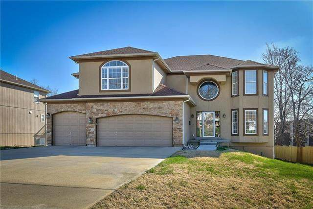 5937 Blue Hills Road, Kansas City, MO 64110 (#2213022) :: House of Couse Group