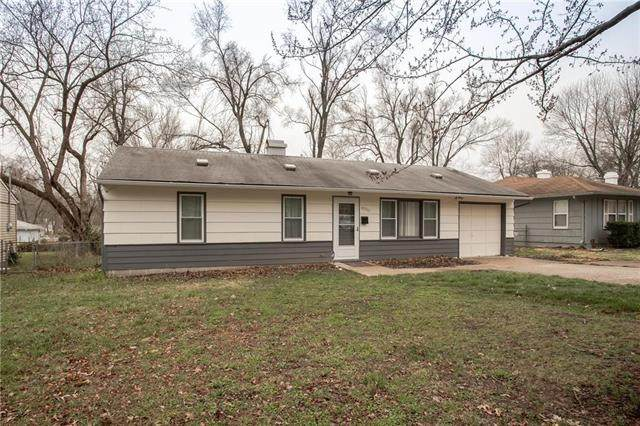 8513 E 110th Terrace, Kansas City, MO 64134 (#2213200) :: House of Couse Group