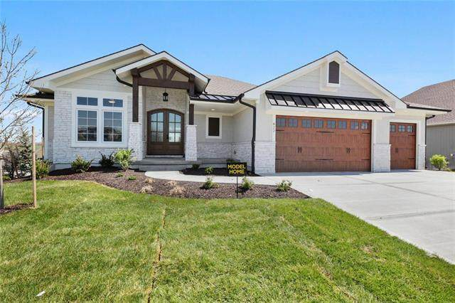 822 Bridgeshire Drive, Raymore, MO 64083 (#2213227) :: The Kedish Group at Keller Williams Realty