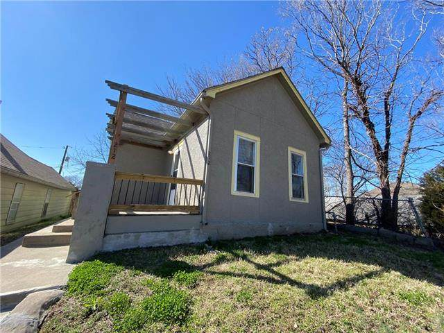 212 S Coy Street, Kansas City, KS 66101 (#2213438) :: House of Couse Group